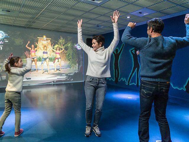 משחק ריקודים אינטרקטיבי בסנטר פארקס