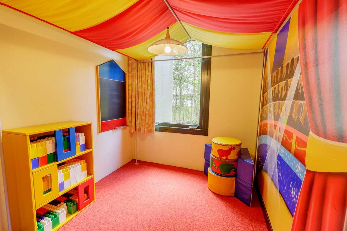 קוטג' לילדים ל 4 אנשים בכפר הנופש ביספינגר היידה – 1