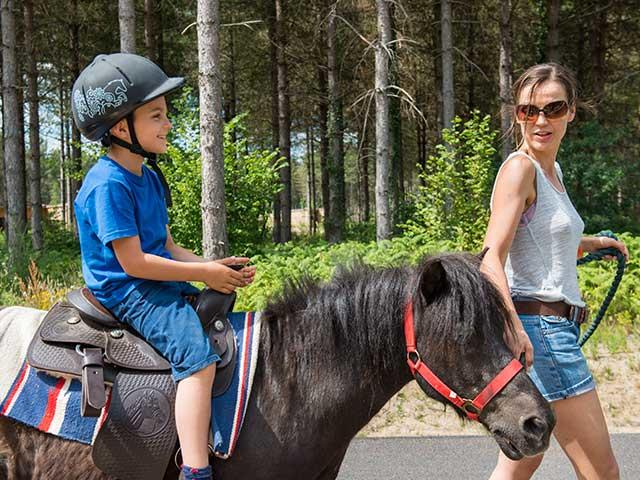 רכיבה על סוסי פוני בסנטר פארקס