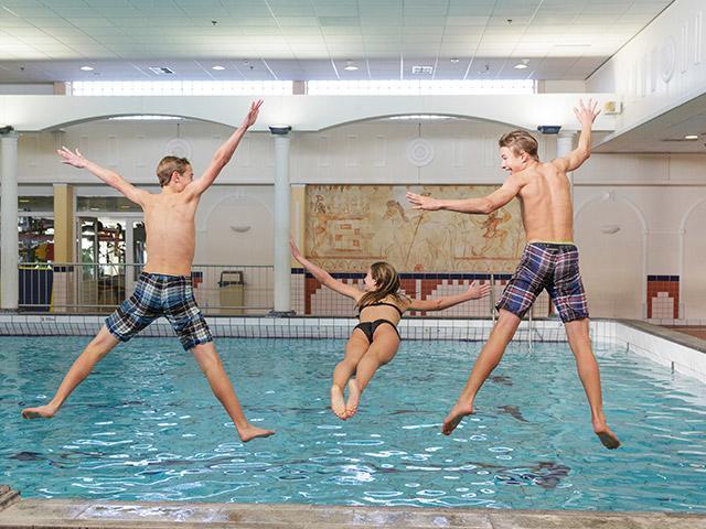 שחייה לבני נוער בסנטר פארקס