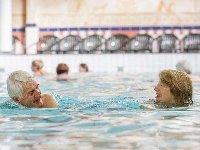 שחייה מוקדם בבוקר למבוגרים בסנטר פארקס