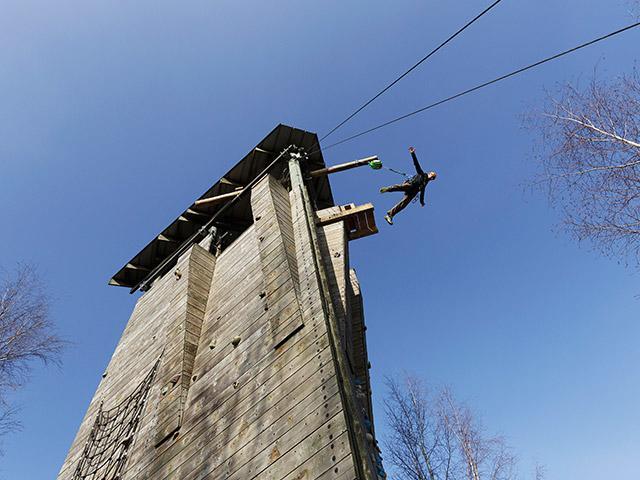 Cool Factor קפיצה ממגדל בסנטר פארקס.jpg