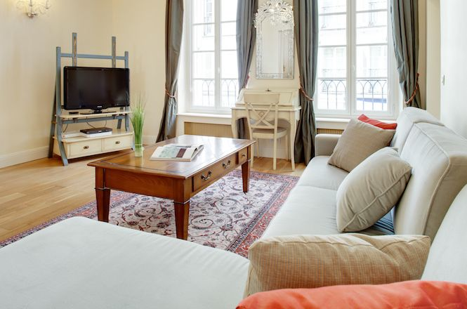 Les Invalides Apartment Luxe