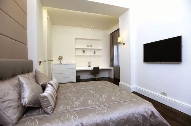 Minimal Pera Apartment