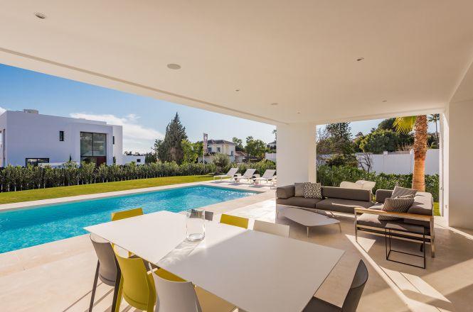 El Paraiso Modern Villa