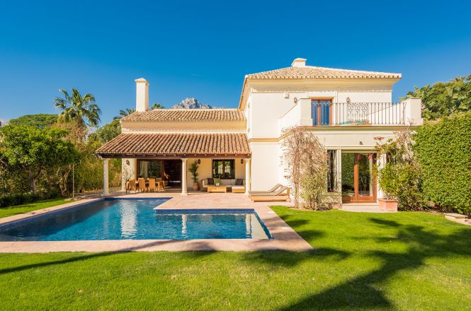 Nagueles Luxury Villa