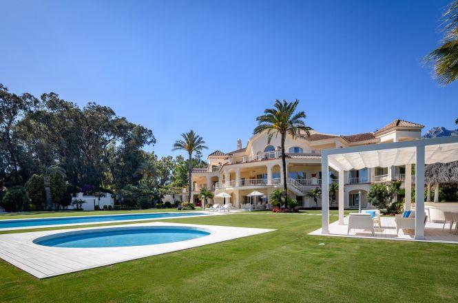 Spacious Villa Golden Mile