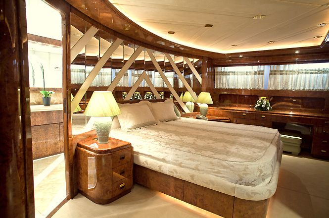 Born Vell Luxury Yacht