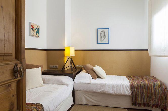 Modernist Chic Apartment