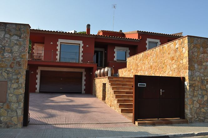 Sant Feliu Red Beach House