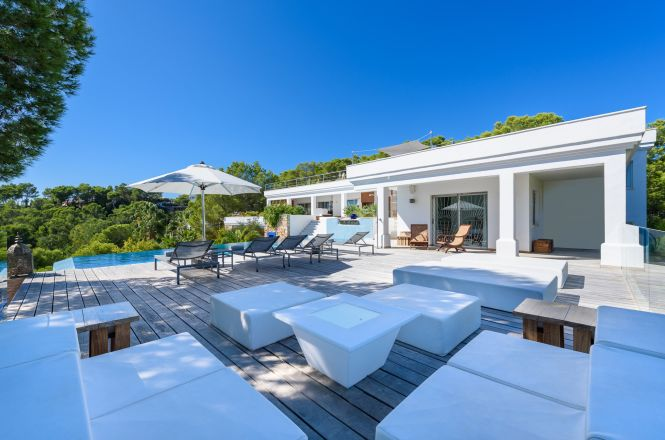 Condal Beach Luxury Villa