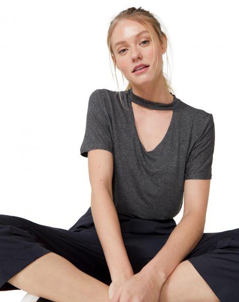 Amaro Feminino T-Shirt Decote V E Choker, Cinza