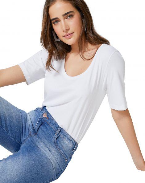 Amaro Feminino T-Shirt Manga Curta Alongada Decote Profundo, Branco