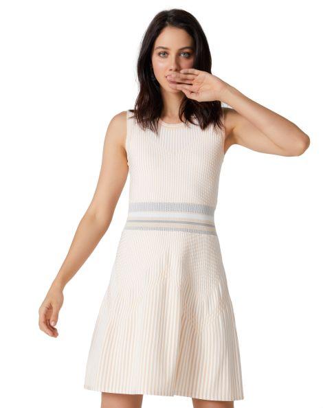 Amaro Feminino Vestido Curto Tricot Rodado, Bege
