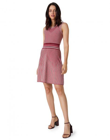 Amaro Feminino Vestido Curto Tricot Rodado, Vermelho