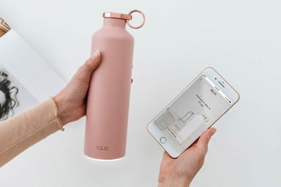 Equa Smarte Wasserflasche erinnert Dich daran, zu trinken und gesund zu bleiben