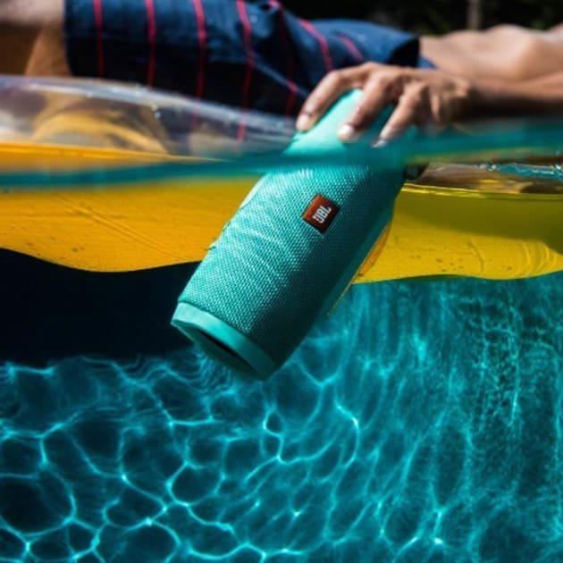 JBL Charge 3 – Wasserdichter Bluetooth Lautsprecher