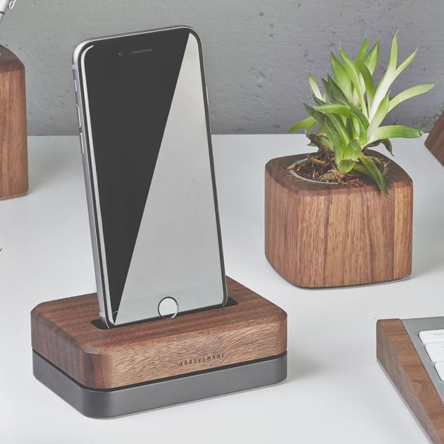 Walnuss iPhone Dock standfest