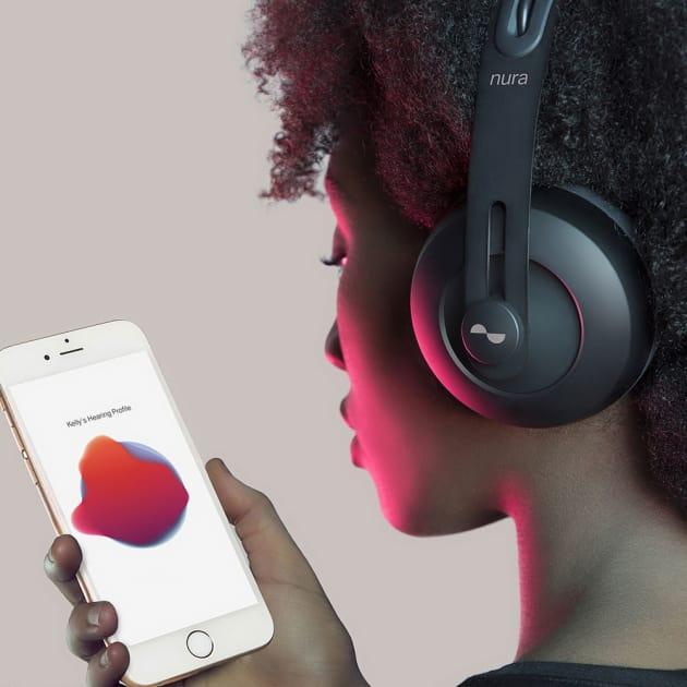 Nuraphone prüft Trommelfell für perfekten Sound.
