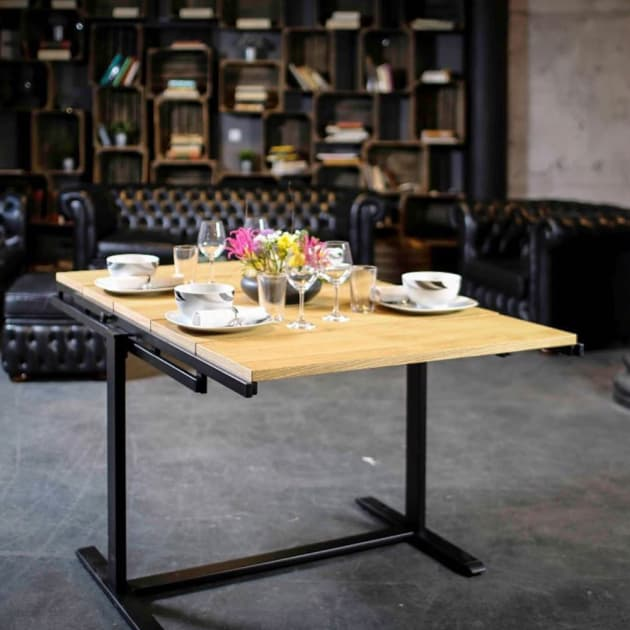 Der Tisch Swing verwandelt sich in ein Regal
