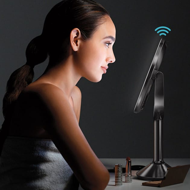 Perfekt ausgeleuchtet mit dem Sensorenspiegel von simplehuman