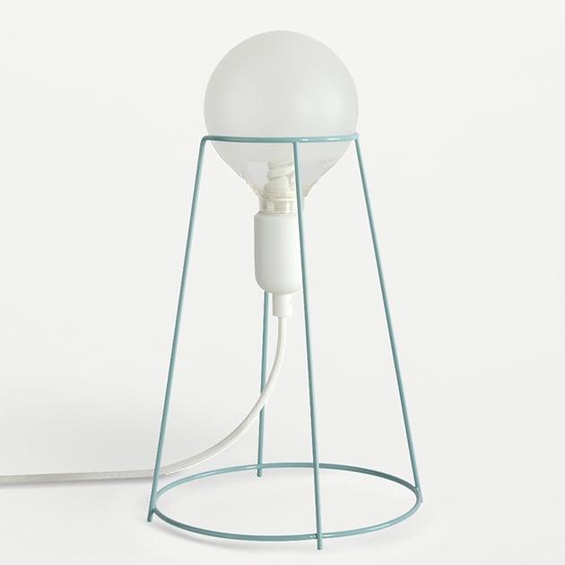 Agraffé Tischlampe in einzigartigem schlichten Design