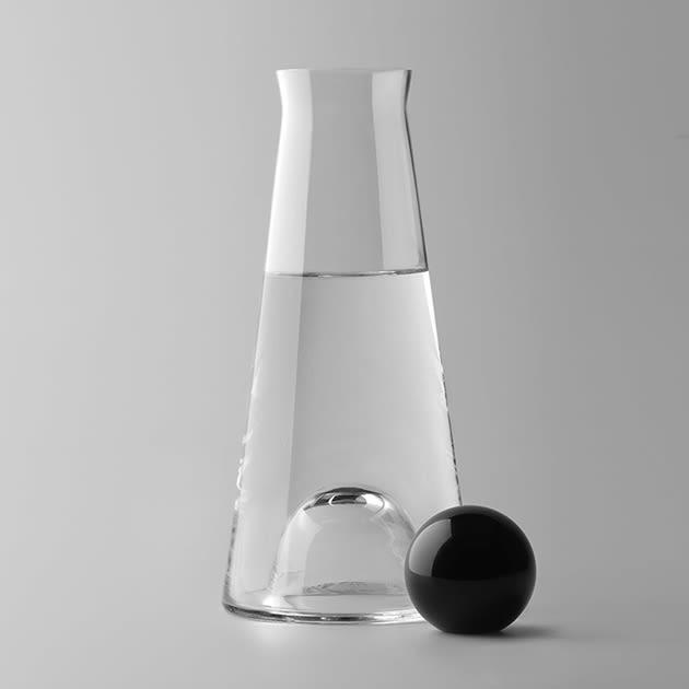 Spielerischer Hingucker – Fia Wasserkaraffe designed von Nina Jobs, vielseitig einstzbar