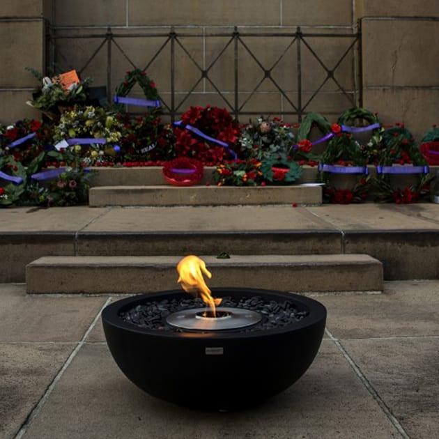 Freistehender Bioethanol-Kamin für den Außenbereich -Feuerstelle im Freien