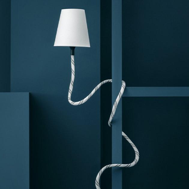 "Tisch,-Decken,-Wandleuchte ""Climbing Lampe"" lässt sich in alle Richtungen biegen"