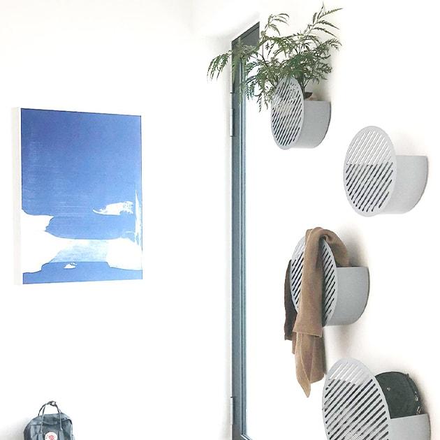 Diagonal Wall Basket von Swedish Ninja-befüllbare Metallkörbe für jeden Wohnbereich