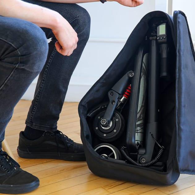 "Extrem kleiner, faltbarer E-Scooter ""Mini Falcon"". Passt in den Rucksack"