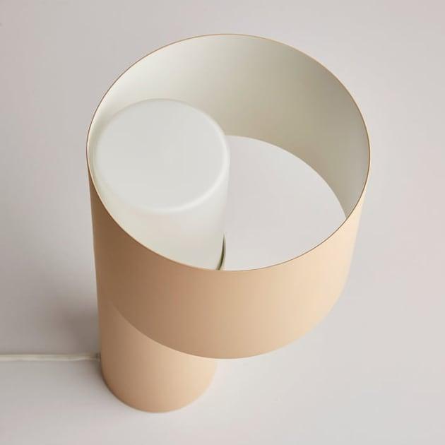 Tangent Tischleuchte von Woud aus Metallröhren für sanfte Beleuchtung