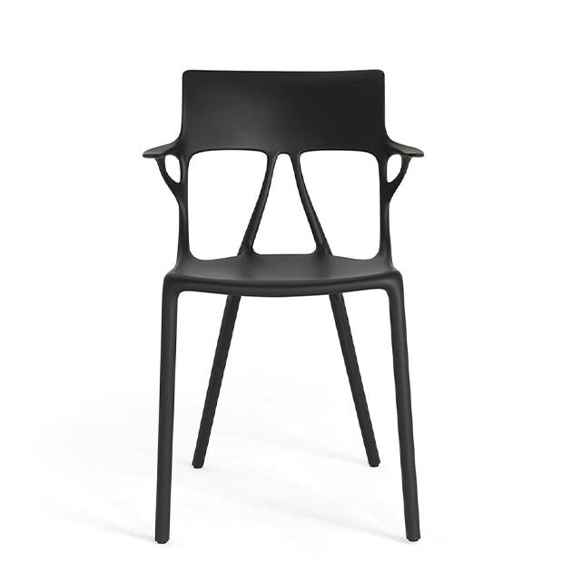 AI Stuhl von Kartell entworfen mit künstlicher Intelligenz für nachaltiges Design