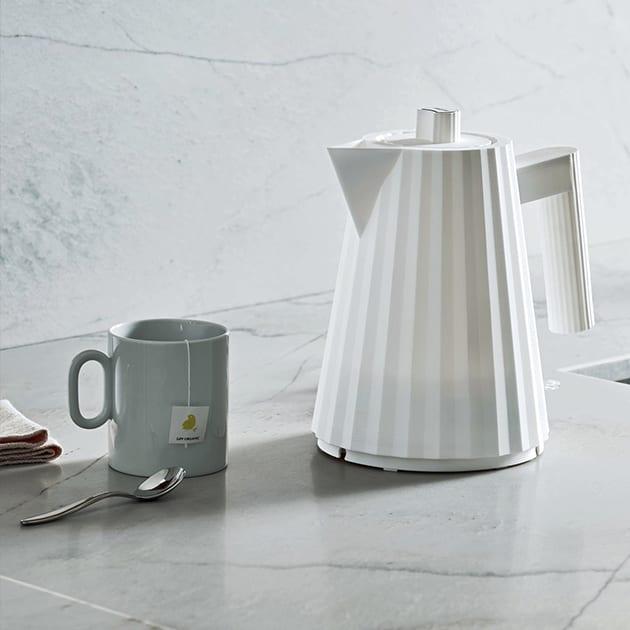 Plissé Wasserkocher von Alessi – funktionell und dekorativ zugleich
