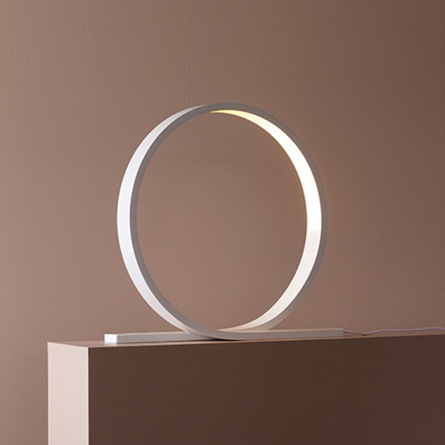 Loop minimalistische Tischlampe von Himmee