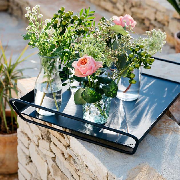 Tablett Alto von fermob aus Metall, praktisch und elegant