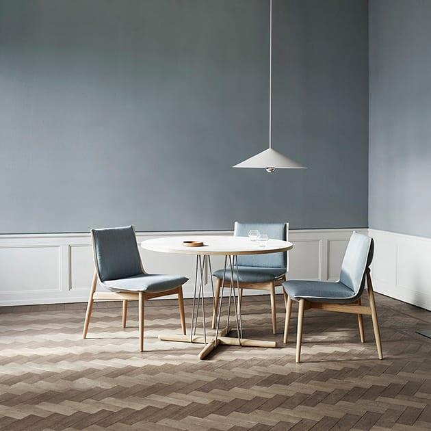 Runder E020 Embrace Tisch von Carl Hansen