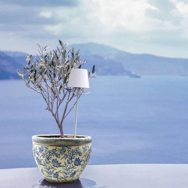 Poldina Pollerleuchte von Zafferano aus Aluminium – chic für schöne Lichtatmosphären