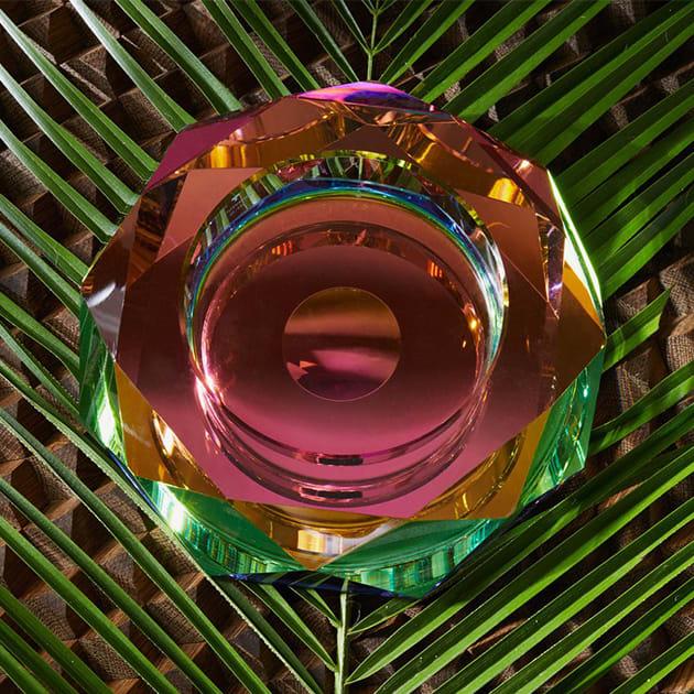 Schale aus Kristallglas in Regenbogenfarben
