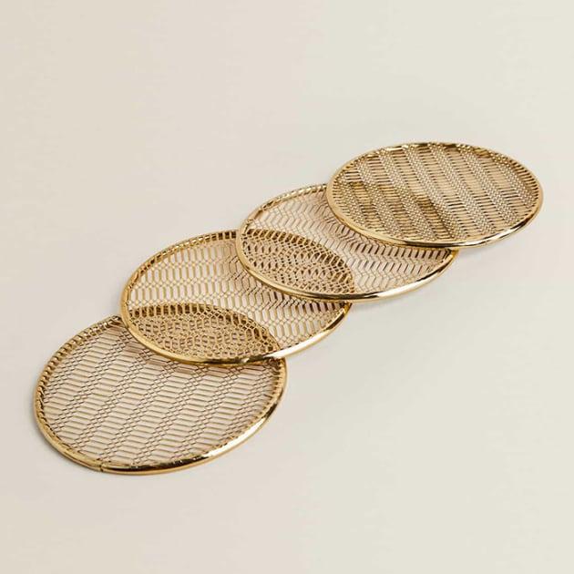 Goldfarbene Untersetzer mit Gittermuster im 4er-Pack