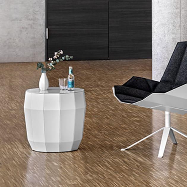 Facettenreiche MO Couch- und Beistelltischserie von Müller Möbelfabrikation