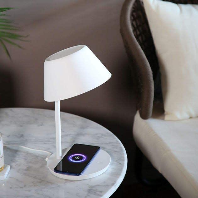 Yeelight Staria Pro LED-Tischleuchte mit Smartphone-Ladepad
