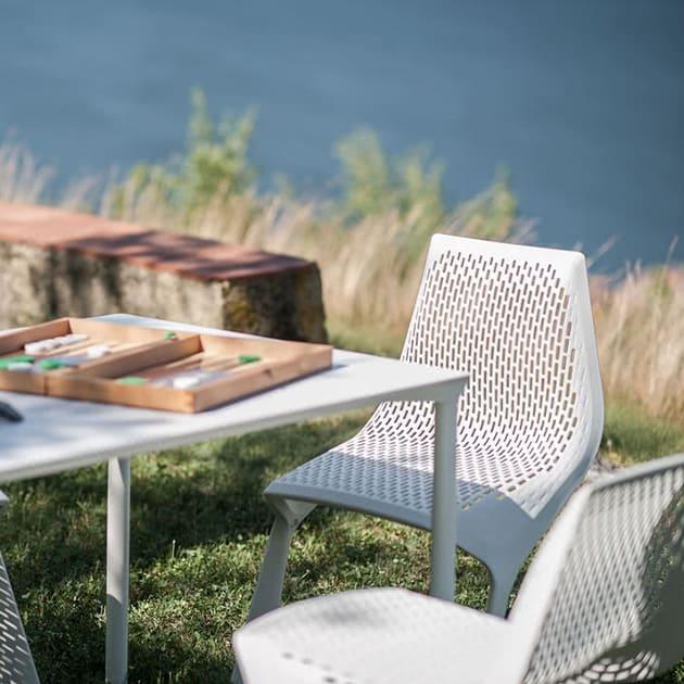 Stapelbarer FreischwingerMYTOChair von Plank für In-Outdoor