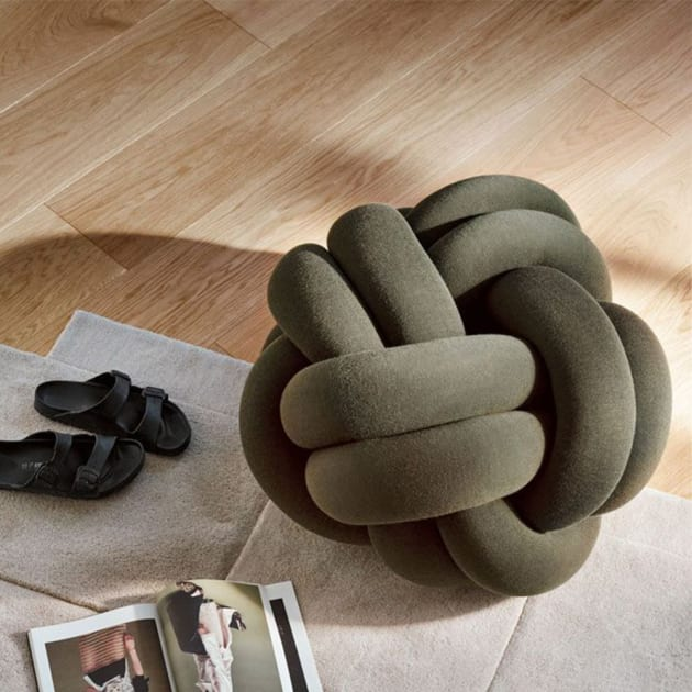 KNOT CUSHION XL – geknotetes Sitzkissen von Design House Stockholm