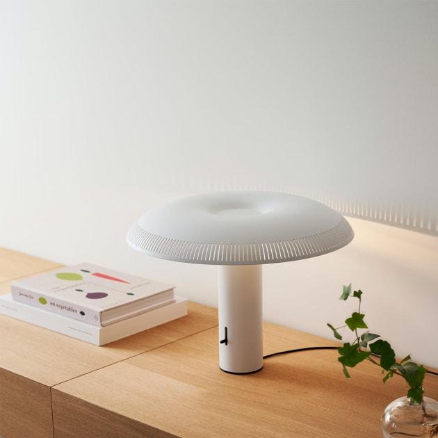 Pilzförmige w203 Ilumina LED Tischleuchte von Wästberg mit besonderem Lichtambiente