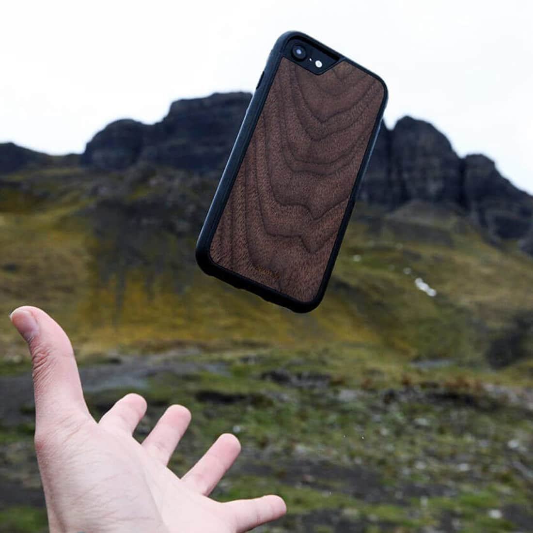 Mous Limitless iPhone Hülle – echtes Wallnuss Holz