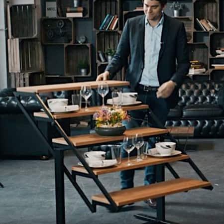 Tisch Swing verwandelt sich in ein Regal