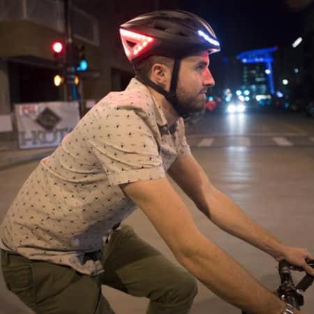 Lumos Smart Bike Helm mit Gesten gesteuerten Blinkern