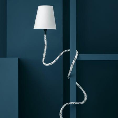 Die Climbing Lampe lässt sich in alle Richtungen biegen