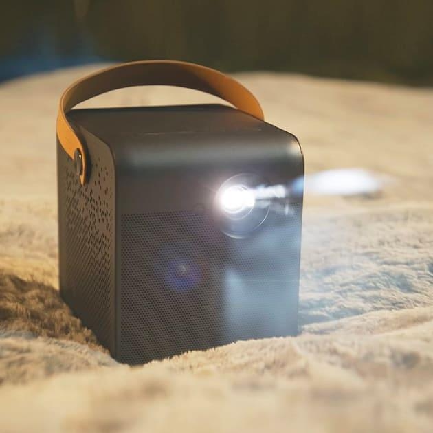 Formovie Dice – der Mini Projektor mit Akku für spontanes Kinoerlebnis